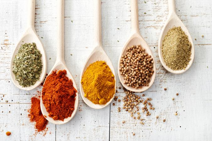 201911-675x450-spices.jpg